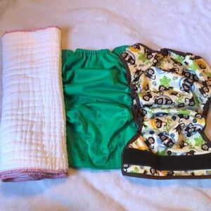 Bundle of two cloth diapers💙